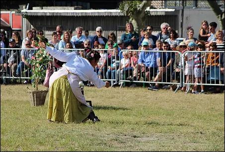 Théatre équestre La femme chaussette et son cerceau imaginaire